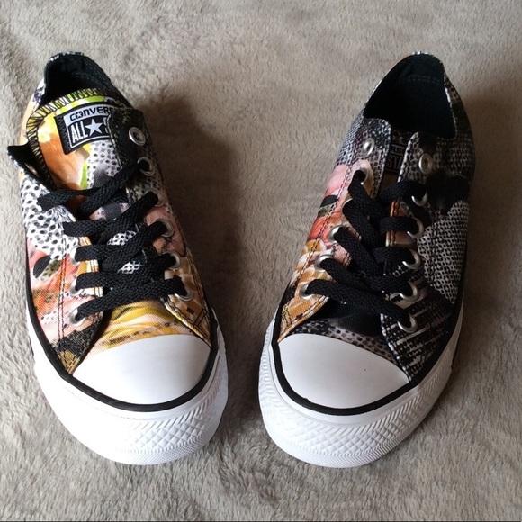 8b3358a7ad03 Converse Shoes - NWOB Converse Women s CTAS Digital Floral Ox Sz 7